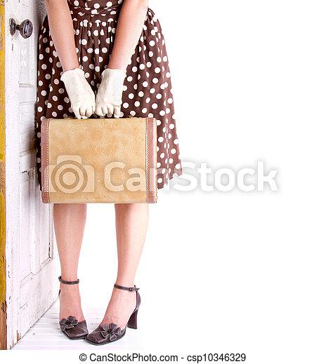 Imagen retrógrada de mujer con equipaje - csp10346329