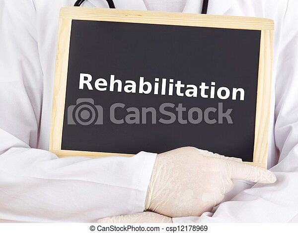 El doctor muestra información: rehabilitación - csp12178969