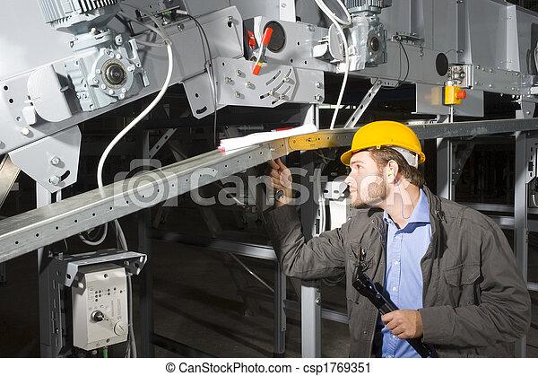 Ingeniero de mantenimiento en el trabajo - csp1769351