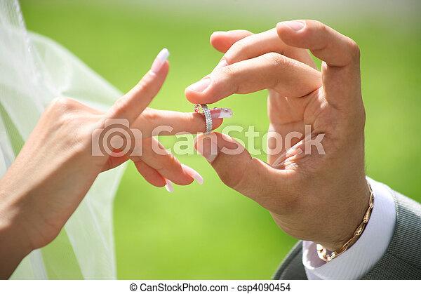 Intercambio de anillos de boda - csp4090454