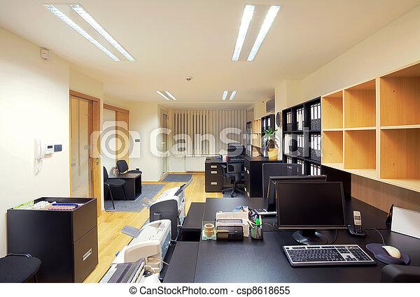 Interior de oficina - csp8618655