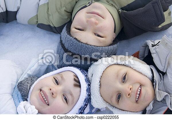 Niños de invierno - csp0222055