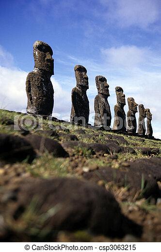 Moai-Este de la isla, chile - csp3063215