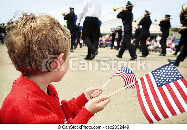 Jovencito viendo el desfile del día conmemorativo - csp2032449
