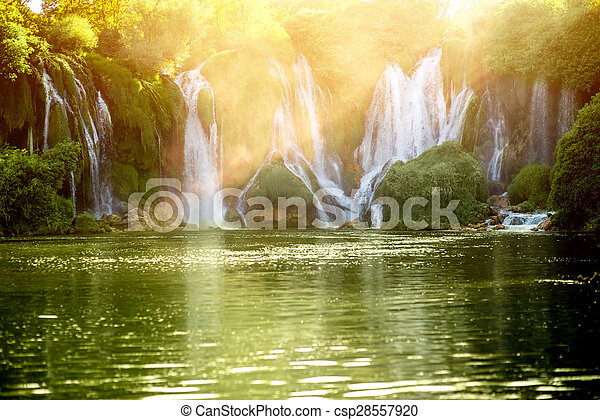 Una cascada Kravica - csp28557920
