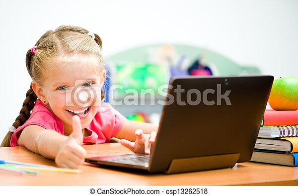 La chica muestra el pulgar - csp13262518