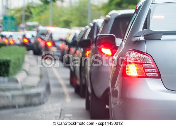 La cola del auto en la carretera de tráfico - csp14430012