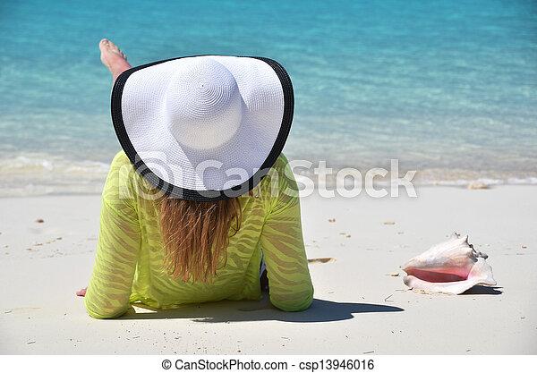 La escena de la playa - csp13946016