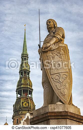 La estatua de Riga Saint Roland - csp41077605