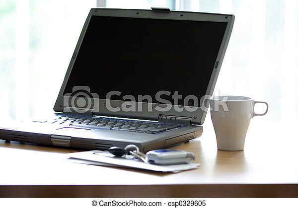 La laptop de la oficina - csp0329605