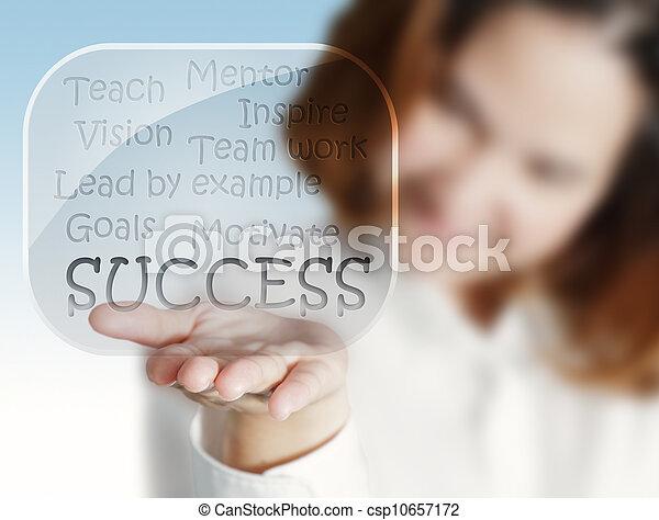 La mano de la mujer muestra un éxito en las burbujas de cristal - csp10657172