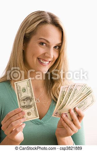 La mujer muestra su dinero - csp3821889