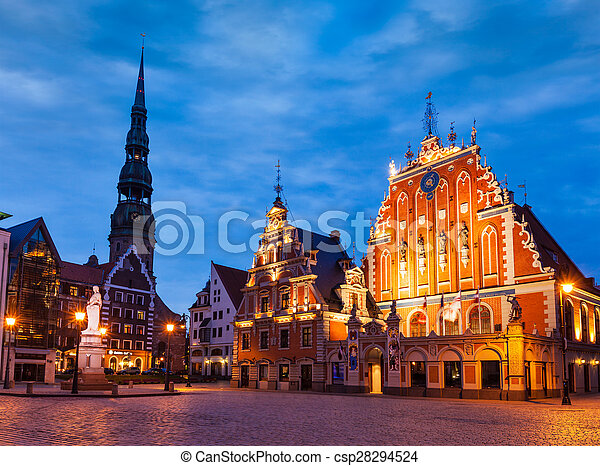 La plaza del ayuntamiento de Riga, la casa de los negros, St. Roland Stau - csp28294524