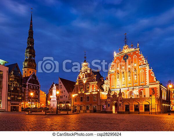 La plaza del ayuntamiento de Riga, la casa de los negros, St. Roland Stau - csp28295624