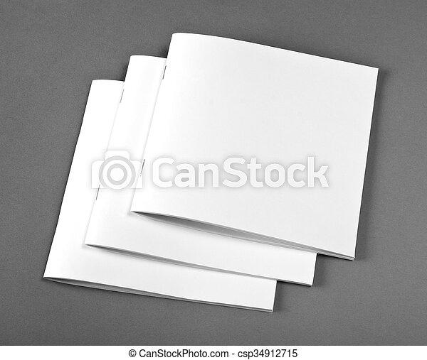 La revista Blank Brochure aislada en gris para reemplazar tu diseño. - csp34912715