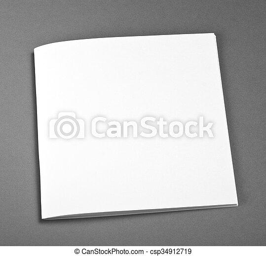 La revista Blank Brochure aislada en gris para reemplazar tu diseño. - csp34912719
