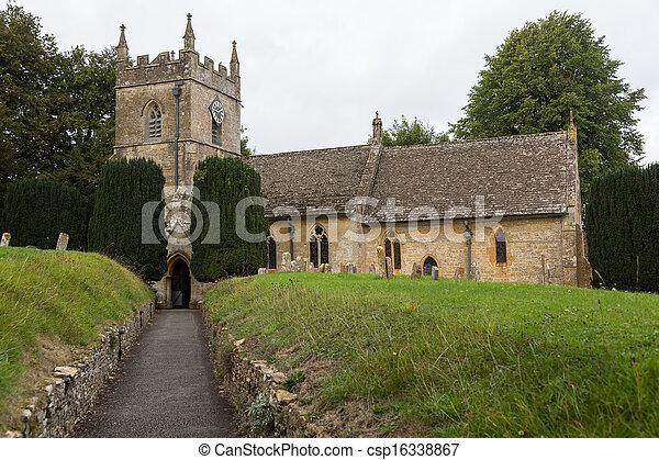 La vieja iglesia del distrito de Inglaterra - csp16338867
