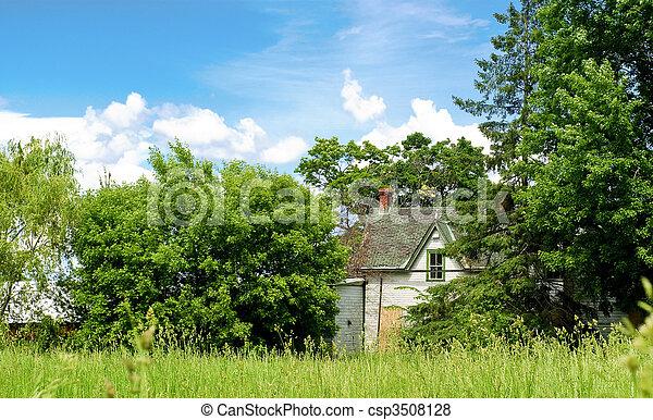 La casa abandonada en el campo - csp3508128