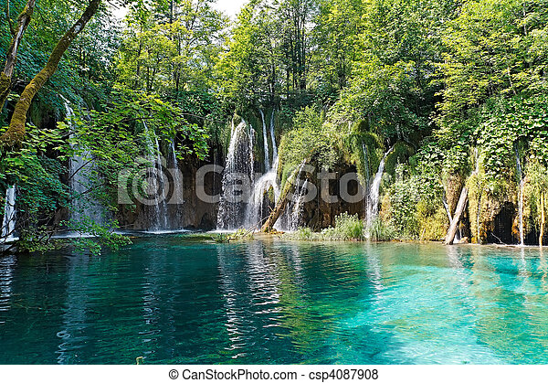 Lago y cascadas en Croacia - csp4087908