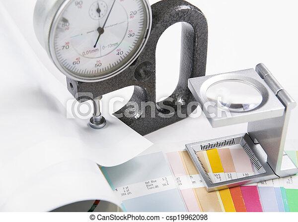Lentes y micrometro. Concepto de presión - csp19962098