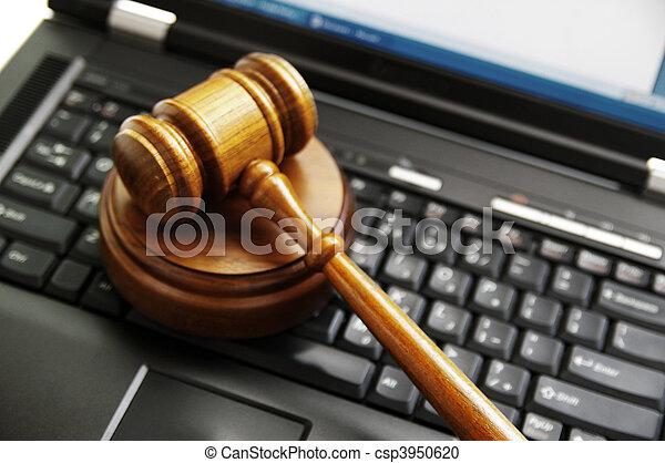 Los jueces dieron en una computadora portátil. - csp3950620