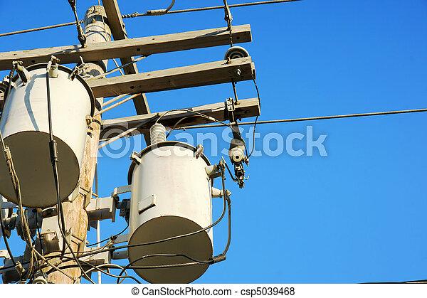 Los transformadores de electricidad y el cielo - csp5039468