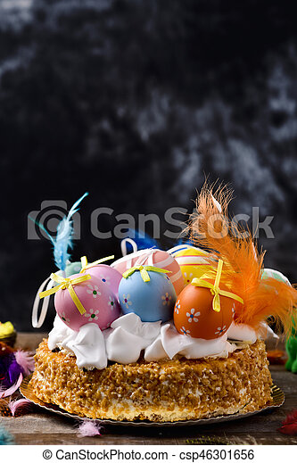 Mona de pascua, pastel comido en España el lunes de Pascua - csp46301656