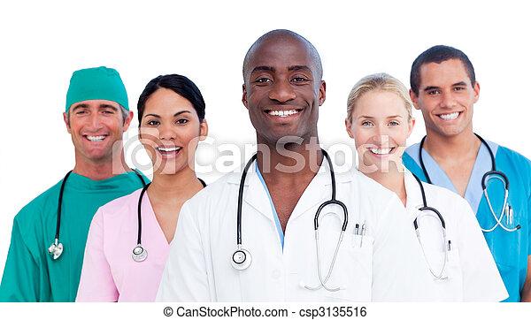 Retrato de equipo médico positivo - csp3135516
