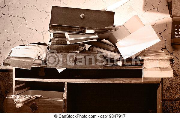 Mal lugar de trabajo - csp19347917