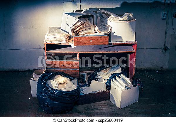 Mal lugar de trabajo - csp25600419