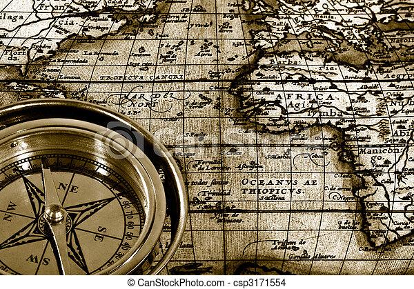 La aventura sigue siendo vida con la brújula y el mapa - csp3171554