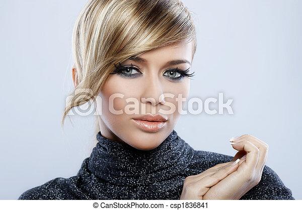 Maquillaje de plumas - csp1836841