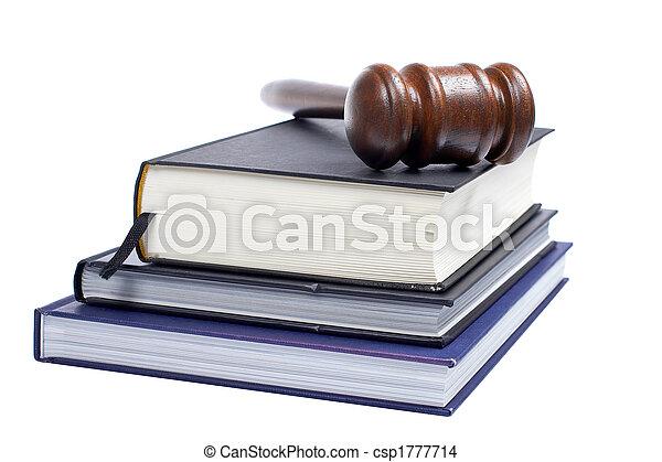 Pastel y libros de leyes - csp1777714