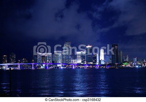 Miami en el centro de la noche de la ciudad del agua - csp3168432