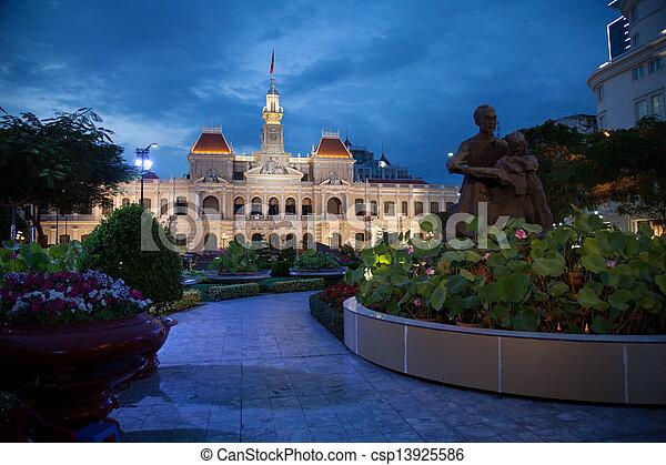 El ayuntamiento de Ho Chi Minh City, Vietnam - csp13925586