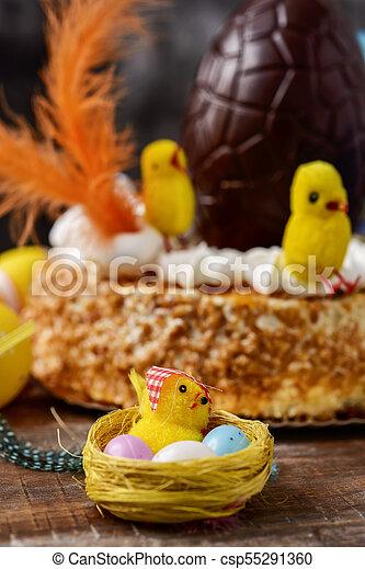 Mona de pascua, pastel español comido en Pascua - csp55291360