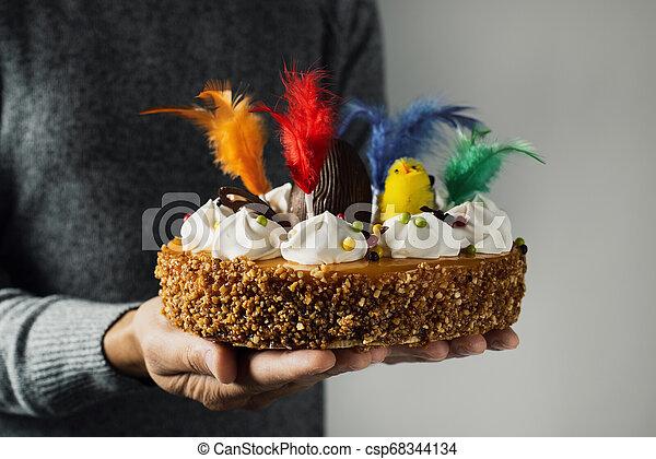 Mona de pascua, pastel de Pascua comido en España - csp68344134
