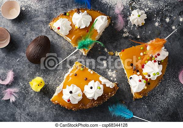 Mona de pascua, pastel de Pascua comido en España - csp68344128