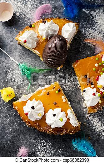 Mona de pascua, pastel de Pascua comido en España - csp68382390