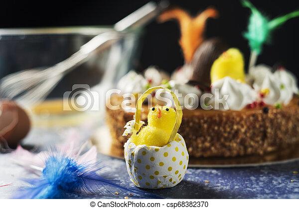 Mona de pascua, pastel de Pascua comido en España - csp68382370