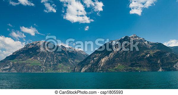 Montañas en el lago Lucern - csp1805593