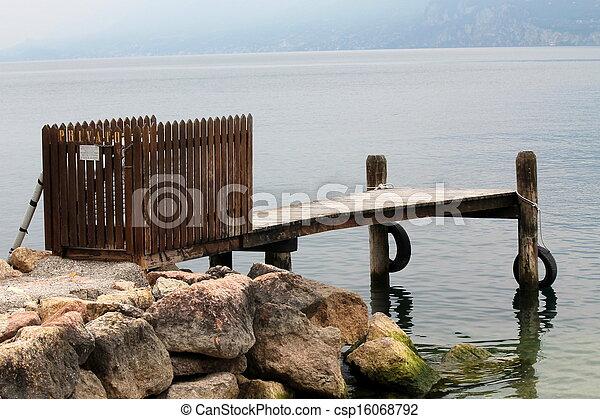 En el lago - csp16068792
