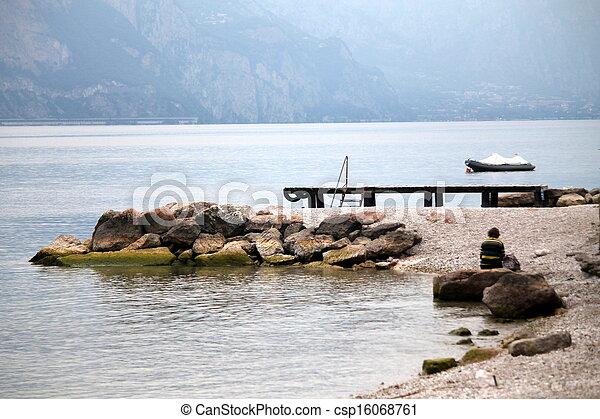 En el lago - csp16068761