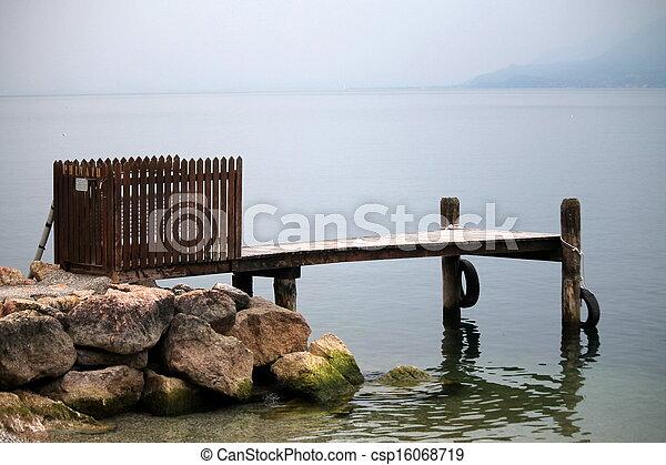En el lago - csp16068719