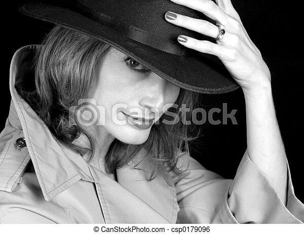Mujer de sombras BW - csp0179096