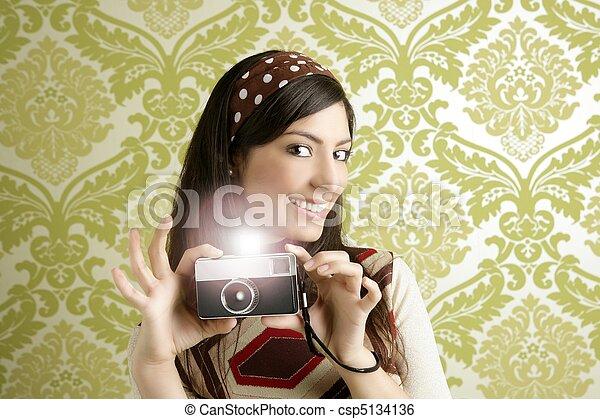 Retro fotografíe a la mujer de los sesenta - csp5134136
