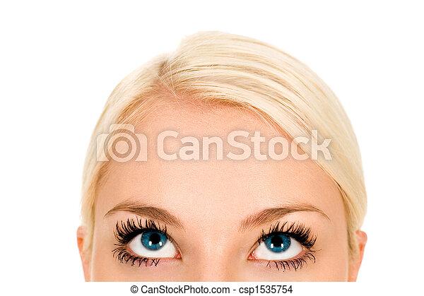 Mujer mirando hacia arriba, primer plano - csp1535754