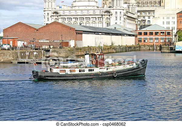 Nave de Liverpool en el muelle - csp0468062