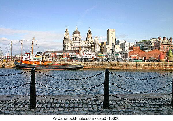 Naves de Liverpool en el muelle - csp0710826