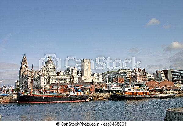 Naves de Liverpool en el muelle - csp0468061